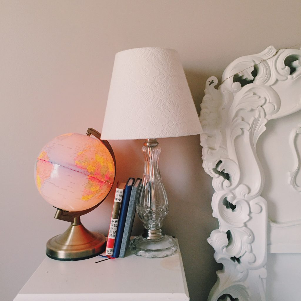 Globe lamp touch nightlight with a a light in it